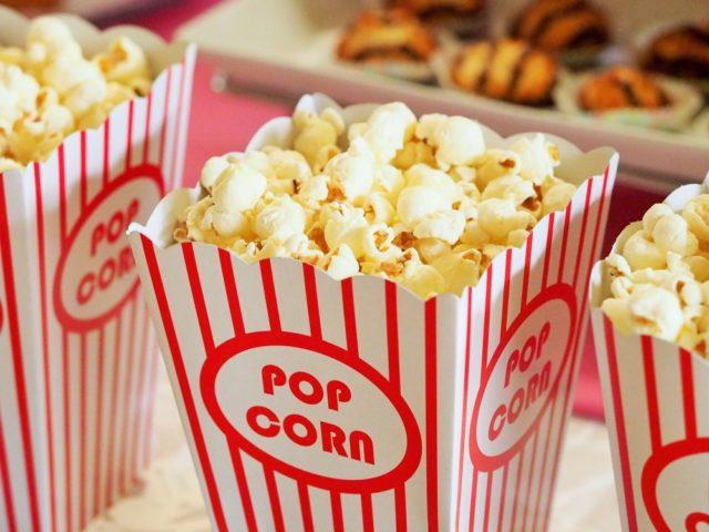 https://elauraespanola.pl/wp-content/uploads/2019/11/food-snack-popcorn-movie-theater-33129-640x480.jpg
